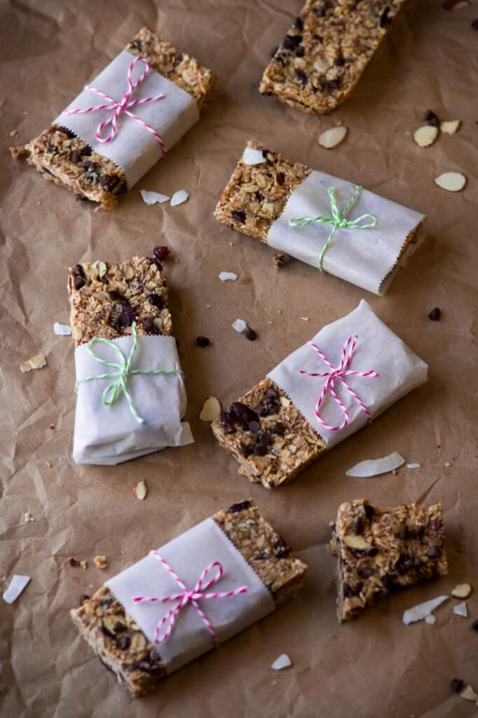 Healthy honey peanut butter granola bars. Healthier alternative to a store-bought energy and granola bars. Simple, customizable, delicious and homemade.