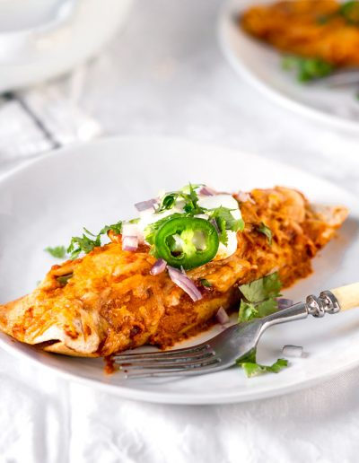 Easy and Healthy Rotisserie chicken enchiladas recipe with a simple homemade enchilada sauce. A quick and healthy alternative to takeout, and a good way to use cooked leftover chicken. This recipe is a part of my 5 Easy Recipes with leftover rotisserie chicken project. #chicken #rotisserie #rotisseriechickenrecipe #enchiladas #enchilada sauce #healthy #easy