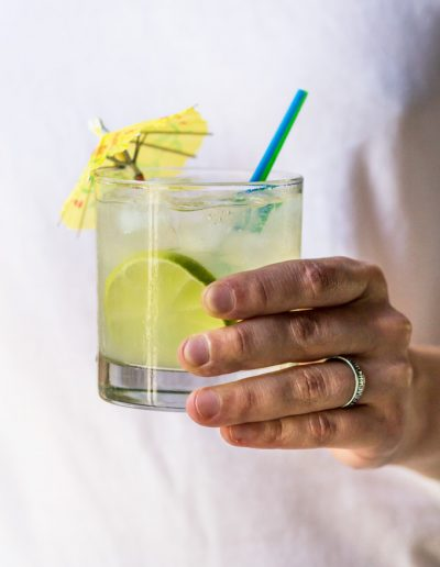 How to make low cal margarita mix and classic margarita recipe. In this post I share with you both homemade margarita sour mix recipe and a classic margarita recipe. Learn once how to make margarita mix to enjoy real margarita cocktail anytime you want. #margarita #margaritamix #sourmix #margaritarecipe